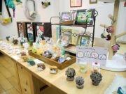 盛岡で「鳥」だらけの雑貨展 7人の作家が出品、「ひよこ豆つまみ」も