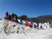 山中湖の「雪まつり」、雪不足で延期するも18日の積雪で「一安心」