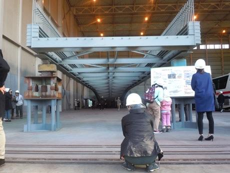 長崎・出島表門橋「現場見学ツアー」 全国各地から技術者など約60人が参加