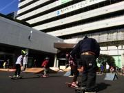 中野区役所玄関前にスケートボードパーク 今年初登場、初心者向け教室も