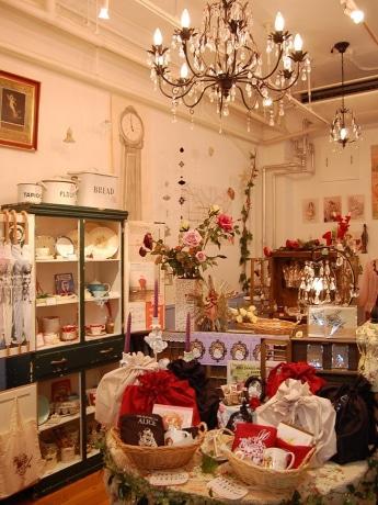 南船場のイギリス雑貨店で「不思議の国のアリス」フェア オープン半年を迎えた「アランデル」。アリス