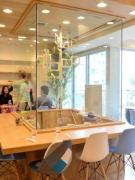 南船場に「ことりカフェ」 オウムが関西弁で「まいど」