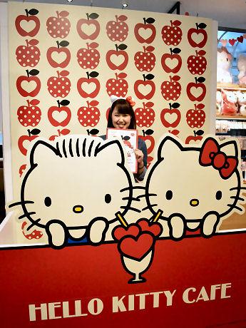 心斎橋に期間限定「ハローキティカフェ」 「LOVE」テーマ、シェアメニュー中心に