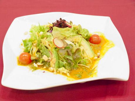 戎橋商店街の蓬莱本館に「汁なし担々麺」 見た目はまるでサラダ