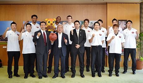 プロバスケ「バンビシャス奈良」がホーム開幕戦前に奈良県知事を表敬訪問