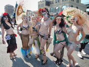 NY経の年間PVランキング1位は「NY夏の風物詩 人魚姿の美女たちによるマーメイドパレード」
