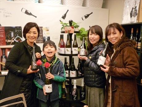 人形町の「ジャケ買い」ワイン店で新春試飲会 酉年にちなみ鳥ラベルワインも