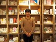 日本橋大伝馬町、土曜日のオフィス街で古本市 コーヒー片手に愛蔵書引き継ぐ