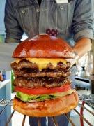 西湘・湘南の「ガッツリ系」ハンバーガー店が2周年 イベント出店で知名度上げる