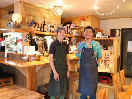 さいたま市中央区の「カフェカンタービレ」の店長小浦さんと ...