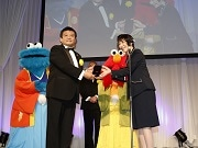 USJ「ユニバーサル・クールジャパン」、高市早苗総務大臣賞受賞