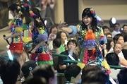 USJでAKB選抜メンバーライブ公演 「観客席と近すぎ」、会場沸かせる