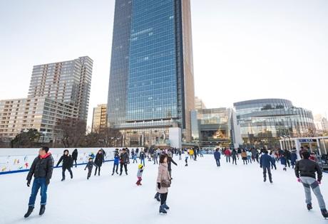 東京ミッドタウンに都内最大級の屋外アイススケートリンク イルミネーションも