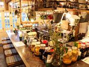 三軒茶屋の創作サンドイッチ店が2周年 夜の「サングリア酒場」も定着