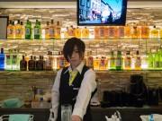 大阪本町に男装バー「ウーメンズ」 美熟女バーの姉妹店