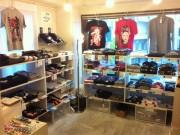 渋谷のTシャツ店「スモールデザイン」、移転へ-今年売れた時事Tは?