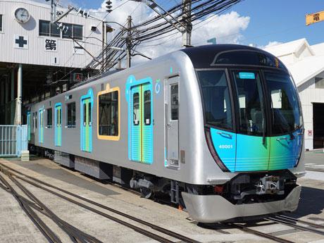 東横線などを走る「S-TRAIN」西武40000系公開 電源やWi-Fiも