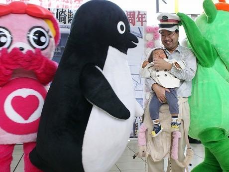 大崎駅開業111周年イベント-Suicaペンギンが幼児を泣かすハプニングも