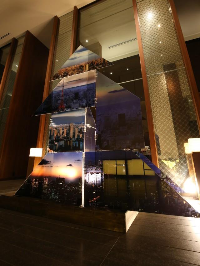 アンダーズ 東京にパノラマ写真のクリスマスツリー アイルランド出身写真家とコラボ