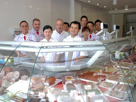 スイス精肉店が2店同時開業-スイス出身オーナー一家が経営