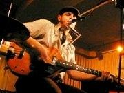 米・スカバンドのボーカリスト、国立の中古CD店でインストアライブ