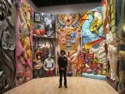 小平市在住の三宅感さんが岡本太郎賞受賞 紙粘土による巨大壁画で人生を表現