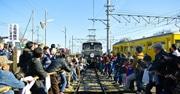 日本最古の電気機関車デキVS人間 上毛電気鉄道で綱引き 勝敗は