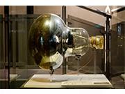 未来館でイベント「世界のはじまりをさぐる」 ニュートリノ観測センサーも展示
