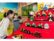 お台場で「レゴひな祭り」 レゴブロック約4000個の「七段ひな人形飾り」も