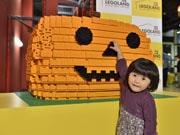 お台場レゴランドでハロウィーンイベント 超巨大おばけカボチャ作りに挑戦