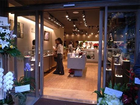 昭和通り沿い近くにジュエリー専門店「ジュエリーマザーハウス本店」 マザーハウスが新ブランド