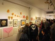 バンクーバーで「ピザ・アート」展 アーティスト80人の作品集まる