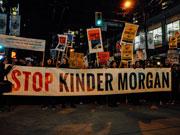 バンクーバーでパイプライン反対デモ続く 州訪問のトルドー首相、環境保護強調