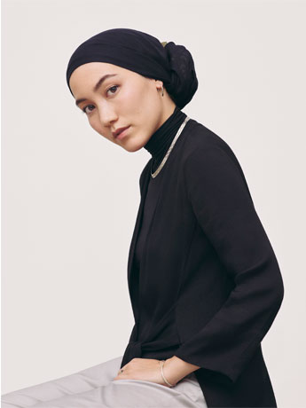 ユニクロ・カナダ、「ハナ・タジマ」ライン発売 イスラム女性向け商品など