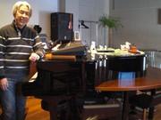 宇部のピアノバーで初の寄席-高座に落語家、本職は現役住職