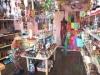 山口・駅通りにバリ直輸入の雑貨店-動物の木彫りの置物など