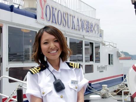 横須賀「軍港めぐり」に初の女性案内人-多彩な案内人でワンコイン・クルーズも - 横須賀経済新聞