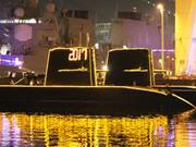 潜水艦に「2017」 横須賀港、カウントダウンに2万人