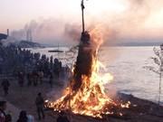 横須賀東海岸で伝統行事「おんべ焼き」 無病息災祈る火祭り