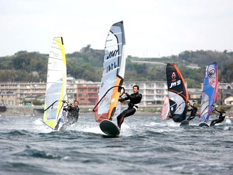 横須賀・津久井浜海岸でウインドサーフィンW杯 24年ぶりの国内開催へ