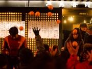 秋田・羽後町で小正月行事「みかんまき」