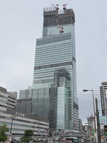 建設中の超高層ビル「あべのハルカス」2012年8月30日6時50分撮影