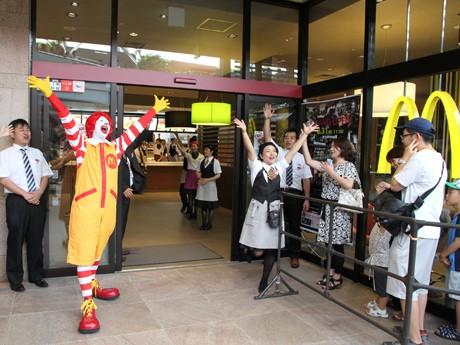「マクドナルド あべのHoop店」がオープン。ドナルドも登場