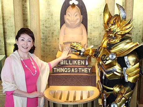 通天閣で松坂慶子さんらが映画「牙狼<GARO>~蒼哭ノ魔竜」ヒット祈願