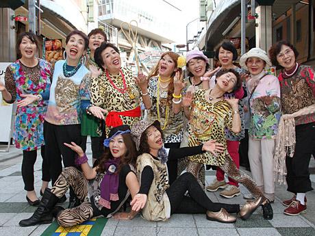 新世界に大阪のおばちゃん集団「オバチャーン」登場-ツムテンカクで - あべの経済新聞