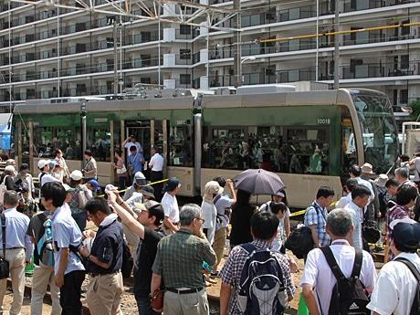 阪堺電車「堺トラム」見学に多くの人