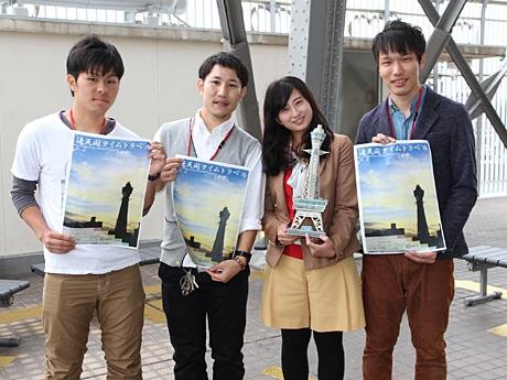 大阪大学大学院建築コースの学生ら(通天閣3階屋上)