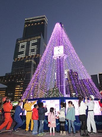天王寺公園前にイルミネーションツリー点灯-「光の音色」始まる