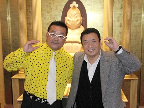 ファンキーコバさん(左)と通天閣観光・西上雅章社長