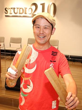 紙芝居大会を主催する岩橋範季さん
